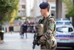 حمله به یک پستچی در پاریس با قیچی