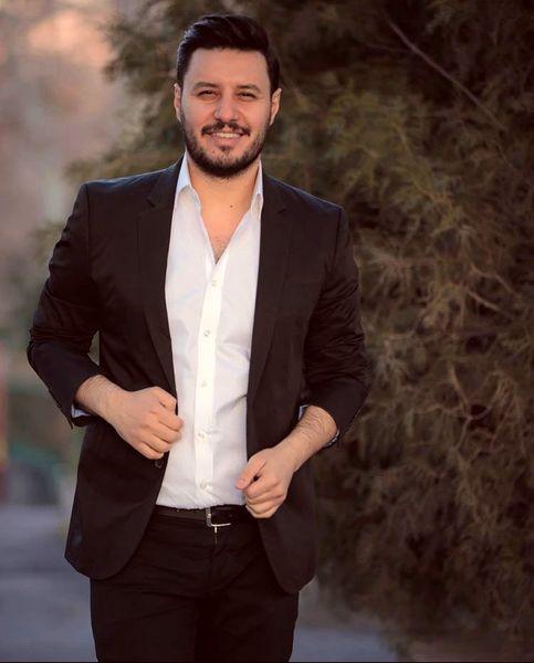 جواد عزتی با تیپ ژورنالی + عکس