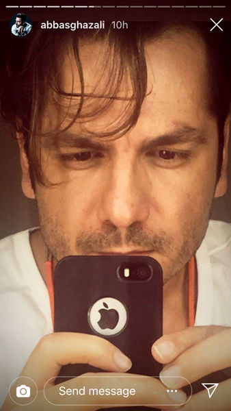 سلفی عباس غزالی با موهای آشفته + عکس