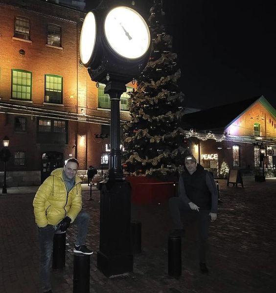 شهروز ابراهیمی و دوستش در شبهای کریسمس + عکس