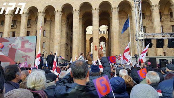 معترضان به نتایج انتخابات گرجستان در تفلیس تجمع کردند