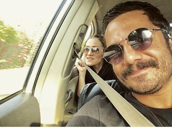 عباس غزالی و همسرش در ماشین + عکس