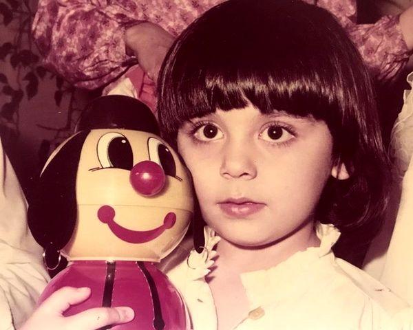 کودکی مونا فرجاد + عکس