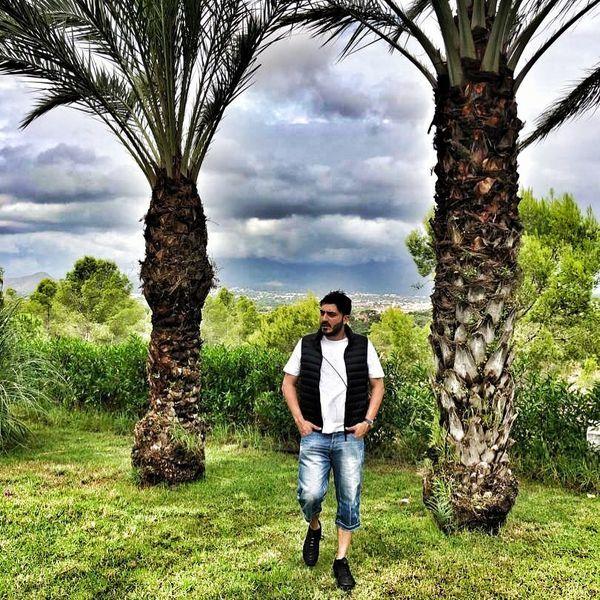 نیما شاهرخ شاهی در میان نخل های زیبا + عکس