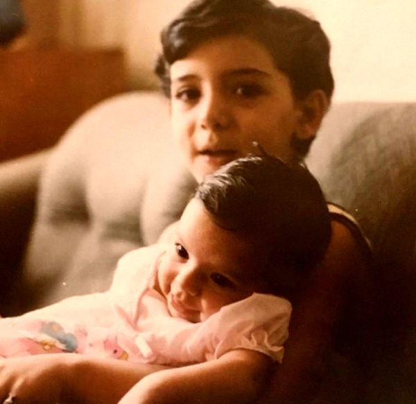دنیا مدنی و خواهرش در کودکی + عکس