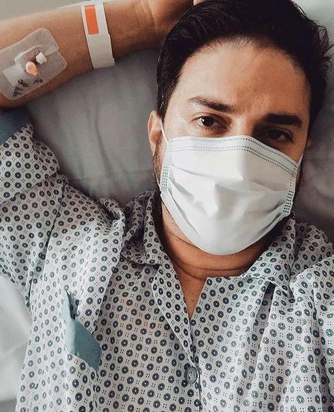 خواننده پاپ روی تخت بیمارستان + عکس