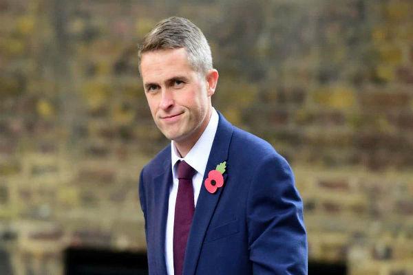 وزیر دفاع انگلیس: با تصمیم ترامپ درباره شکست داعش در سوریه مخالفم