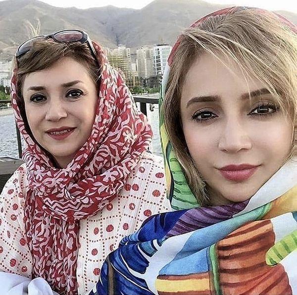 خانم بازیگر و خواهرش در سفر + عکس