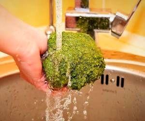 آموزش 3 روش مطمئن برای شستن کامل کلم بروکلی
