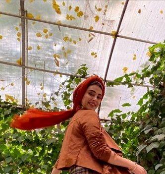 عکس شاد و سرحال دختر ستایش در گلخانه