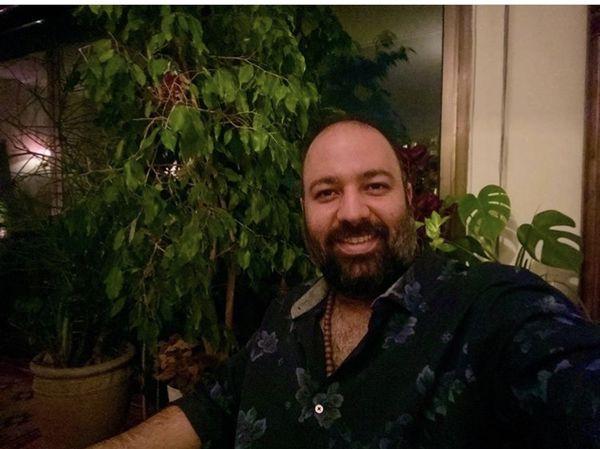 علی اوجی در خانه اش + عکس