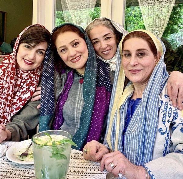 دورهمی خانم های بازیگر در یک کافه + عکس