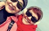 آناهیتا همتی و مادرش لب دریا + عکس