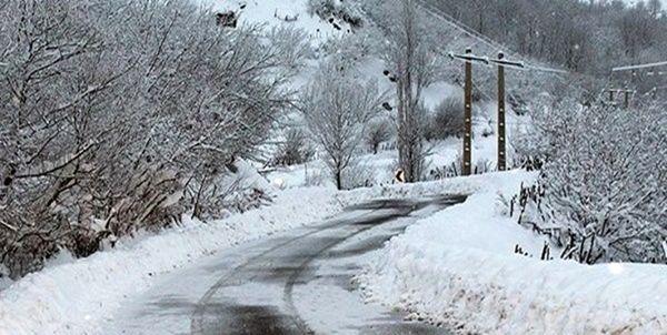 لغزندگی محورهای استان سمنان به دلیل بارش برف و باران