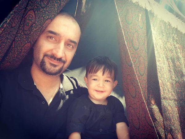 نیما کرمی و پسر نمکی اش زیر سایه امام حسین(ع)+عکس