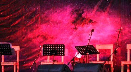 تک خوانی یک زن در کنسرت حمید عسگری