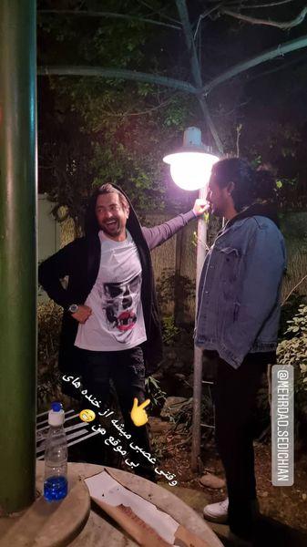 بهرام رادان و مهرداد صدیقیان در حیاط خانه اش + عکس