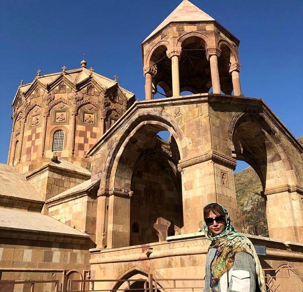 عکس شبنم قلی خانی در کلیسا