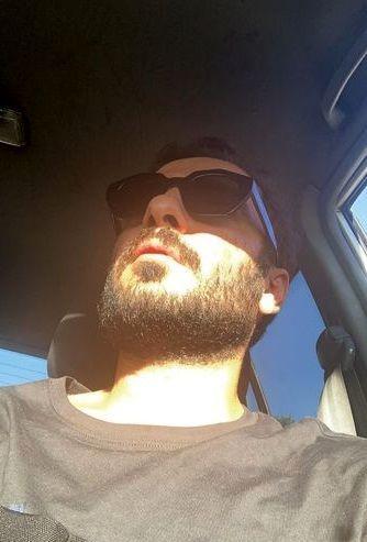 سلفی نوید محمدزاده در ماشینش + عکس