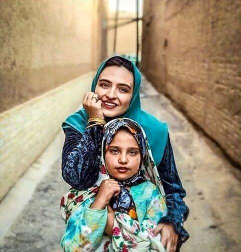 عکس گلاره عباسی با لباس های سنتی خوش رنگش