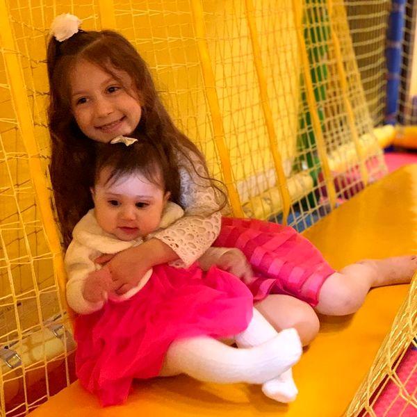 دو دختر ناز شاهرخ استخری