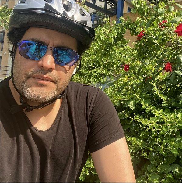 دوچرخه سواری آقای بازیگر + عکس