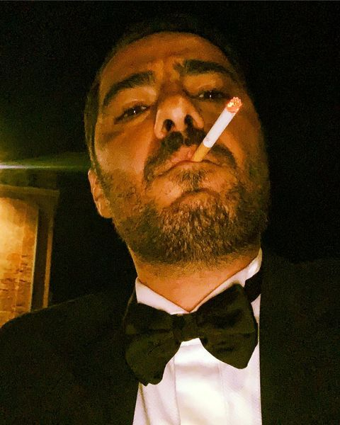سیگار کشیدن نوید محمدزاده + عکس