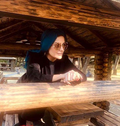 خانم بازیگر در کلبه جنگلی+عکس