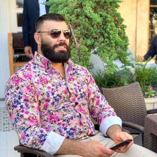 لباس گل گلی آقای رزمی کار + عکس