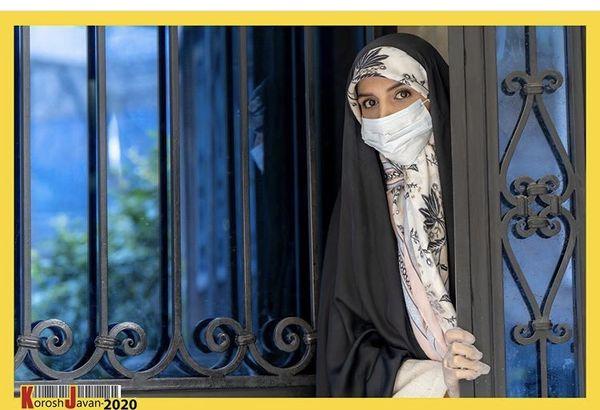 مژده لواسانی در جلوی در خانه اش + عکس