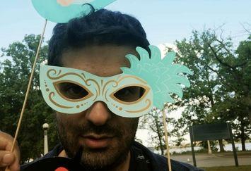 آقای مجری با ماسک زنانه اش+عکس