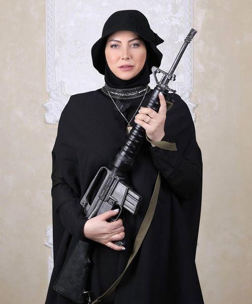 تفنگ خفن فریبا نادری + عکس