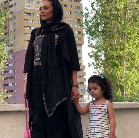 شیطنت دختر یکتا ناصر در عکس مادرش