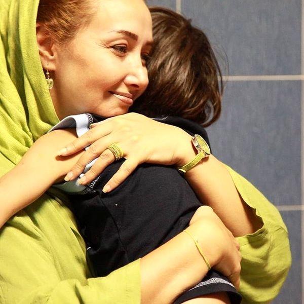 عکس مادرانه کتایون ریاحی در بنیاد کمک