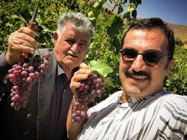بازیگر مشهور در باغ انگوری + عکس
