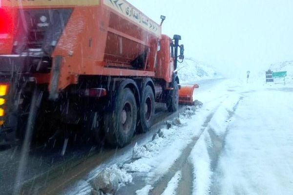 تداوم بارش باران و برف در بیشتر محورهای مواصلاتی کشور