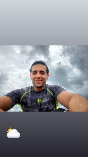 سلفی امیرحسین آرمان در هوایی ابری + عکس