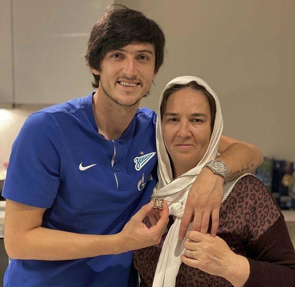سردار آزمون و مادرش + عکس