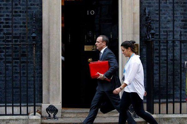 موج استعفاها در دولت انگلیس به دنبال اعلام توافق اولیه با اروپا