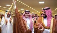 محمد بن سلمان شمشیر طلا هدیه داد