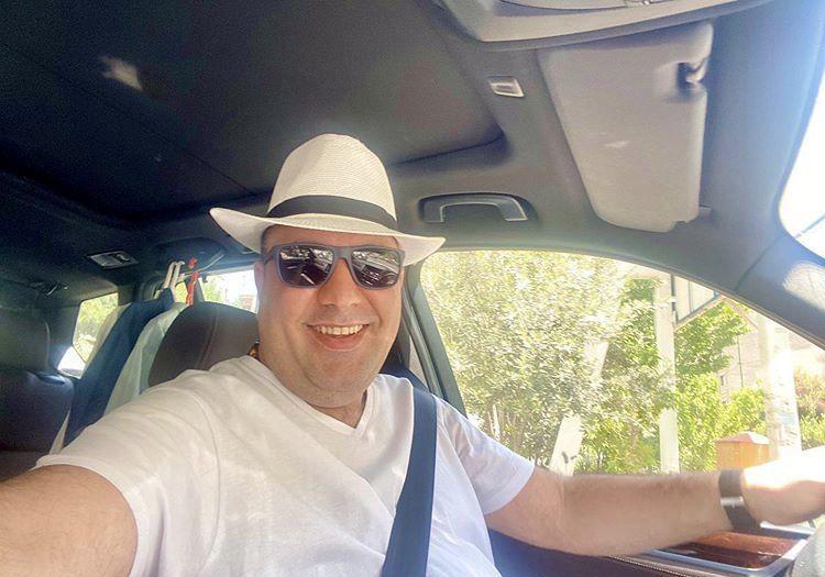 تیپ خفن علی اوجی در ماشینش + عکس