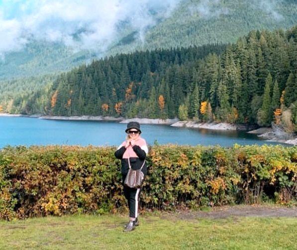 عکس خوش آب و رنگ بهاره رهنما در طبیعت زیبای کانادا