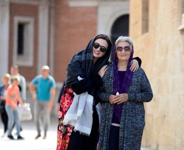 گردش گلاره عباسی با مادربزرگ خوشتیپش+عکس