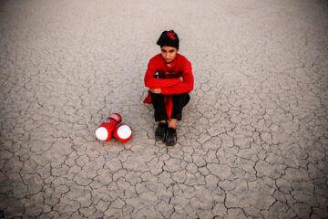 «یاسمین زنگنه» از اهالی شهر ملایر 2 سال است که در حیاط منزل و گاهی در فضای بیرون شهر تمرین می کند