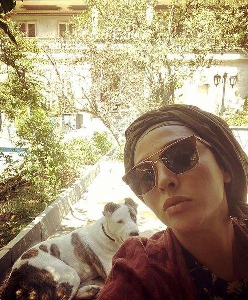 آناهیتا درگاهی و سگش در خانه پدری + عکس