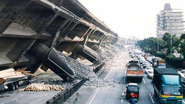 لحظه وقوع زلزله وحشتناک در ژاپن+ فیلم