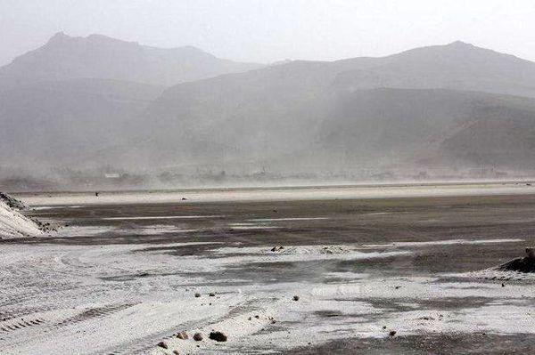 تثبیت ریزگردها در اطراف دریاچه ارومیه