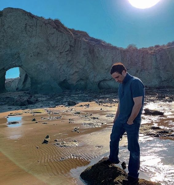 گشت وگذار محمدرضا فروتن در جزیره ای زیبا + عکس