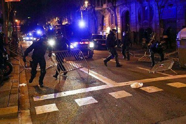 درگیری میان نیروهای پلیس و جدایی طلبان در اسپانیا