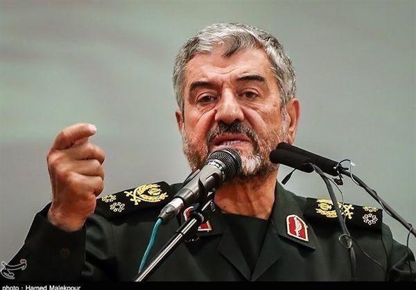 سرلشکر جعفری: آمریکاییها به خواست صهیونیستها ایران را تحریم میکنند